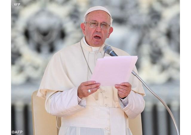 Đức thánh cha cùng tín hữu lần hạt Mân Côi cầu nguyện cho các nạn nhân trận động đất tại miền trung Italia