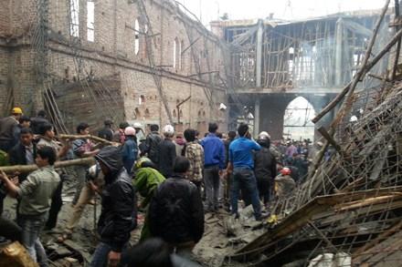 THÁI NGUYÊN: Sập công trình mái nhà thờ, hàng chục người bị vùi lấp