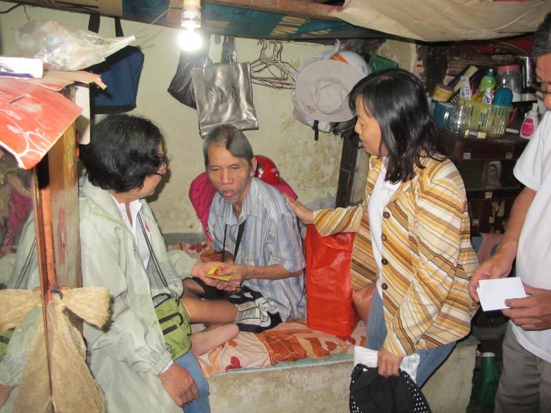Caritas Giáo hạt Tân Định thăm người khuyết tật có hoàn cảnh khó khăn