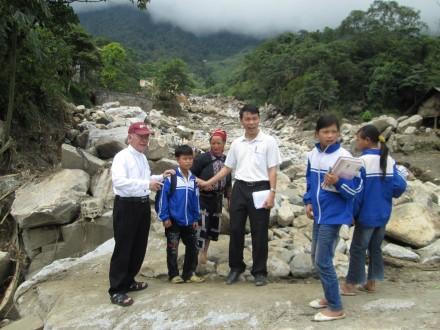 Cứu trợ thiên tai do lũ quét tại Bản Khoang - Sapa - Lào Cai