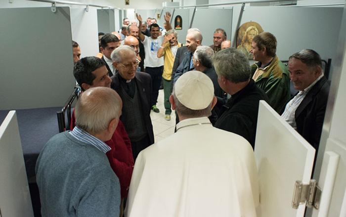 Đức Thánh Cha bất ngờ thăm nhà trọ dành cho người vô gia cư