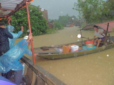 Caritas Phát Diệm đồng hành cùng bà con trong mưa lũ