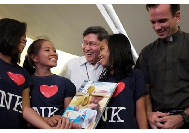 Đức Hồng Y Tagle của Manila sẽ rửa tội cho 400 trẻ em nghèo