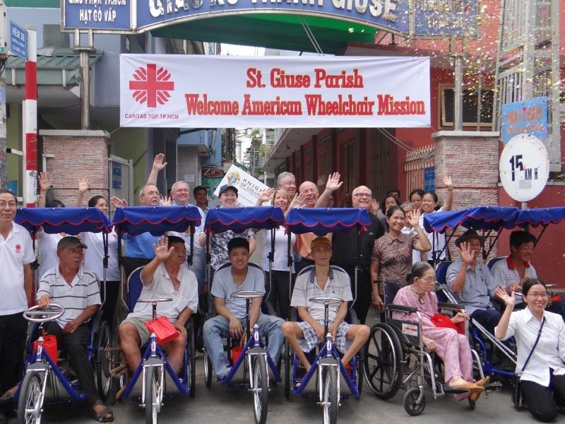 Caritas Sài Gòn trao tặng xe lắc cho bệnh nhân nghèo