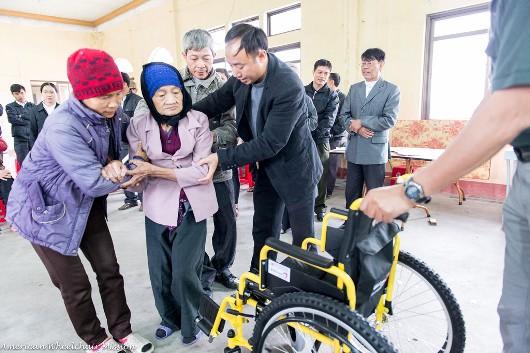 Những chiếc xe lăn nghĩa tình dành tặng người khuyết tật tại hạt Hải Dương - Giáo phận Hải Phòng