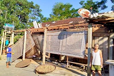 Lốc xoáy làm tốc mái hơn 100 nhà dân ở Hà Tĩnh