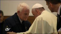 Lần đầu tiên Đức Thánh Cha Phanxicô khóc công khai