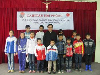Caritas Hải Phòng trao học bổng cho học sinh khuyết tật