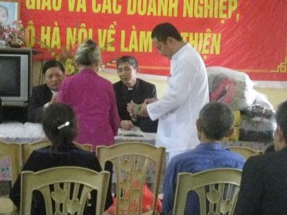 Caritas Phát Diệm thăm trại phong Cầm Thủy