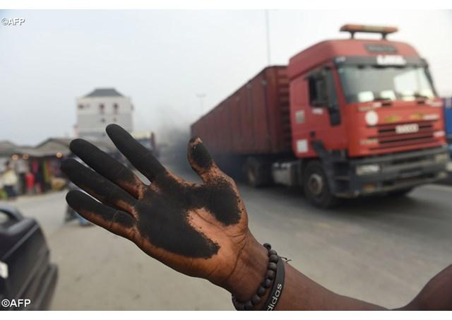 Một lớp bụi đen bao trùm thành phố Port Harcourt của Nigeria