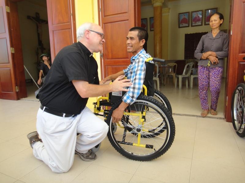 Caritas Hà Nội – Những chiếc xe lăn tình thương