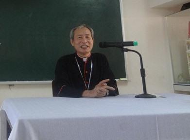 Đức Cha Giuse Vũ Duy Thống đến khai giảng khóa Truyền thông II của Caritas Việt Nam