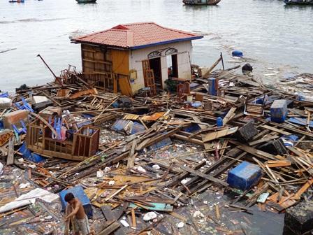 Caritas Hải Phòng thăm hỏi các gia đình bị ảnh hưởng sau cơn bão số 8