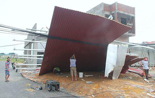 8 người chết, hơn trăm nghìn ngôi nhà bị tốc mái do bão Doksuri