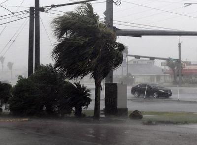 Bang Texas trong bão lớn nhất đổ bộ Mỹ suốt một thập kỷ