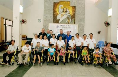 Caritas TGP TPHCM: Trao tặng xe lăn tình thương
