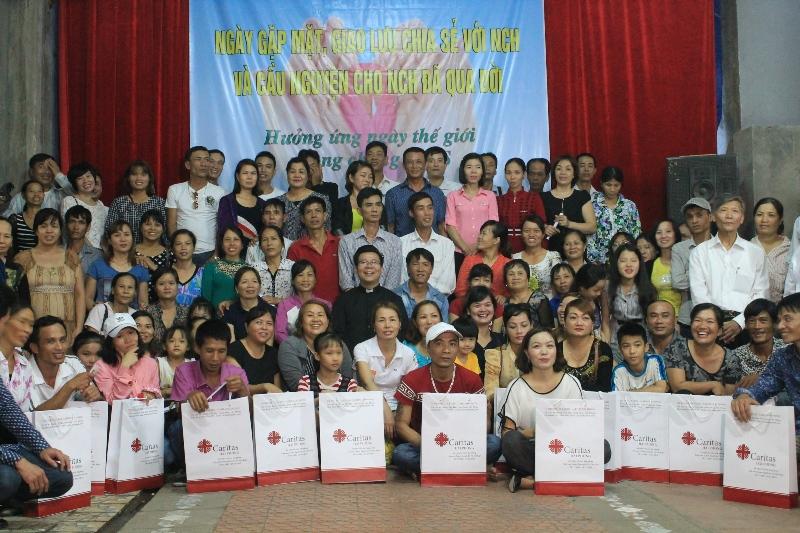 Caritas Hải Phòng gặp gỡ chia sẻ với người có H trong ngày phòng chống AIDS và cầu nguyện cho những người đã qua đời vì AIDS