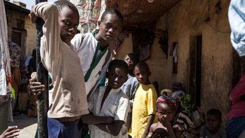 Thế hệ người trẻ Nigeria bị biến thành trẻ mồ côi sống lây lất giữa những thành phố lớn