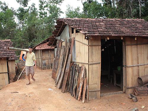 Trên 86.000 hộ nghèo được đề xuất hỗ trợ xây nhà tránh bão
