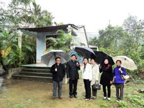 Caritas Việt Nam đến thăm một số gia đình trong chương trình Phục hồi sau bão số 10 và 11