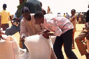 Các tổ chức nhân đạo và Liên Hiệp Quốc kêu gọi ủng hộ 8,5 tỉ mỹ kim để trợ giúp 51 triệu người đói nghèo năm 2013