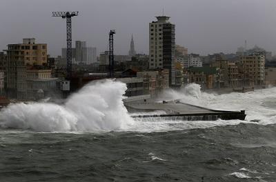 Đổ bộ Florida, bão Irma tăng lên cấp 4