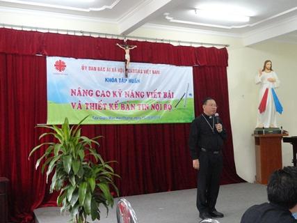 Đức Cha Giuse Vũ Văn Thiên đến  dự khai giảng khoá Truyền Thông II do Caritas Việt Nam tổ chức