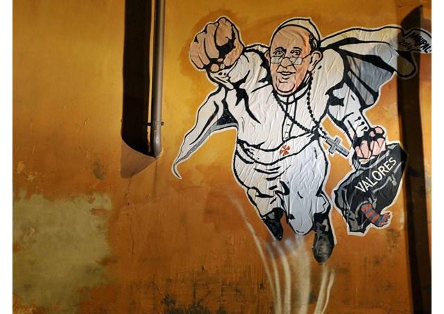 """Áo thun có hình Đức Giáo hoàng """"siêu sao"""""""