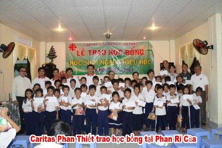 Caritas Phan Thiết: Học Bổng Cho Học Sinh Nghèo Hiếu Học Niên Khóa 2012 - 2013