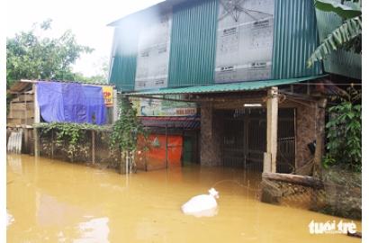 Hà Tĩnh mưa ngớt nhưng nhiều khu dân cư còn bị cô lập