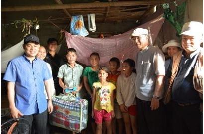Caritas Việt Nam: Thăm Bà Con Vùng Tâm Lũ Tại Giáo Phận Phát Diệm