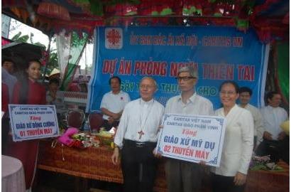 Caritas Việt Nam tặng thuyền cho các Giáo xứ tại Thọ Ninh – Giáo phận Vinh