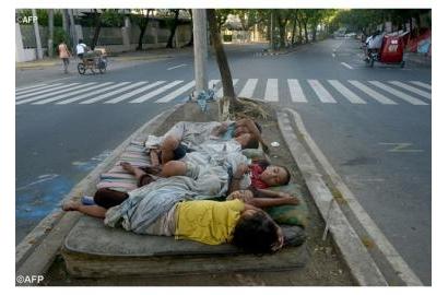 Tình bạn cha Maurizio Bezzi dành cho trẻ em đường phố ở thủ đô Camerun