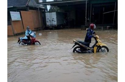 Hà Tĩnh: mưa lũ làm 1.500 hộ ngập, hơn 14.000 học sinh nghỉ học