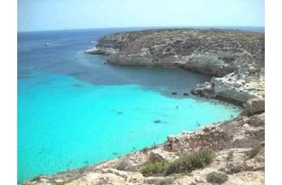 Công tác cứu trợ các người di cư tại đảo Lampedusa