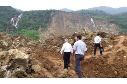 Caritas Việt Nam thăm và cứu trợ đồng bào vùng sạt lở đất tại tỉnh Hoà Bình, giáo phận Hưng Hoá.