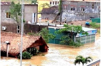 Hà Tĩnh - Quảng Bình: 18 người chết và mất tích, hơn 20.000 ngôi nhà bị ngập, sập vì lũ dữ