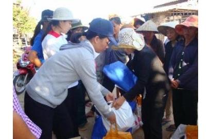 Caritas Phan Thiết: Thăm và chia sẻ quà Tết cho các gia đình bị biển xâm thực