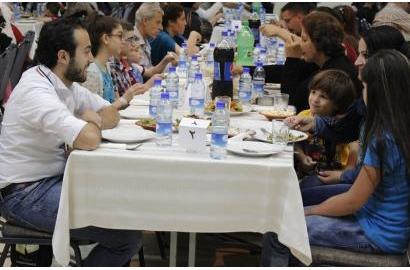 Chia Sẻ Hành Trình Bữa Ăn với những Người Tị Nạn ở Syria: những Thách Thức và Phần Thưởng