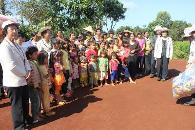 Caritas giáo xứ Thánh Tâm thăm bốn buôn dân tộc