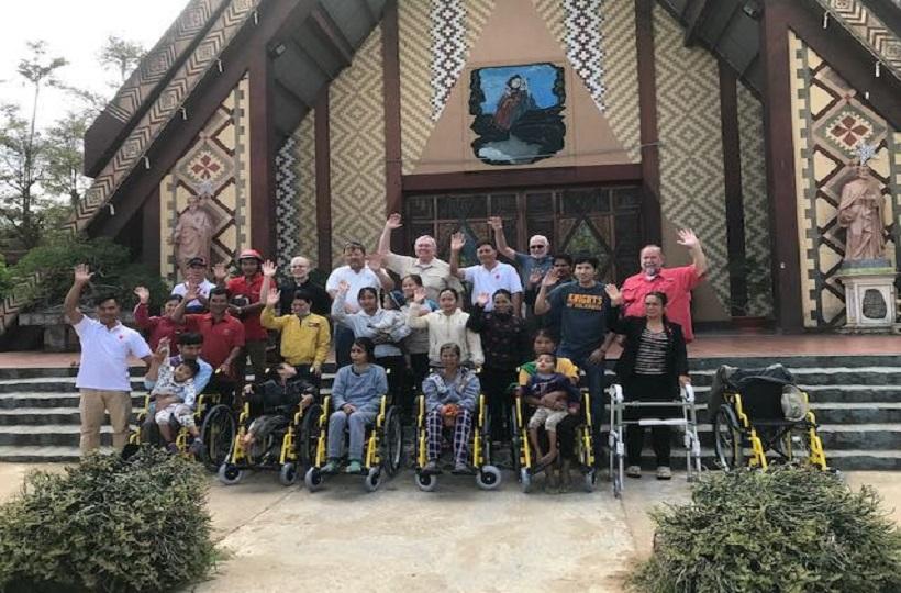 Caritas KonTum:  Những Tấm Lòng Được Gởi Trao Từ Hội American Wheelchair Mission