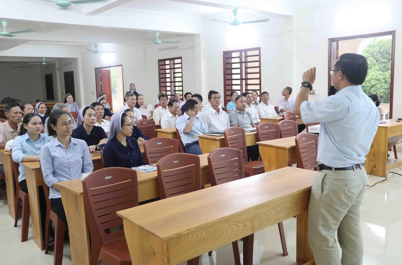 Caritas Vinh: Khóa tập huấn can thiệp sớm và phục hồi chức năng cho CTV và người thân của NKT