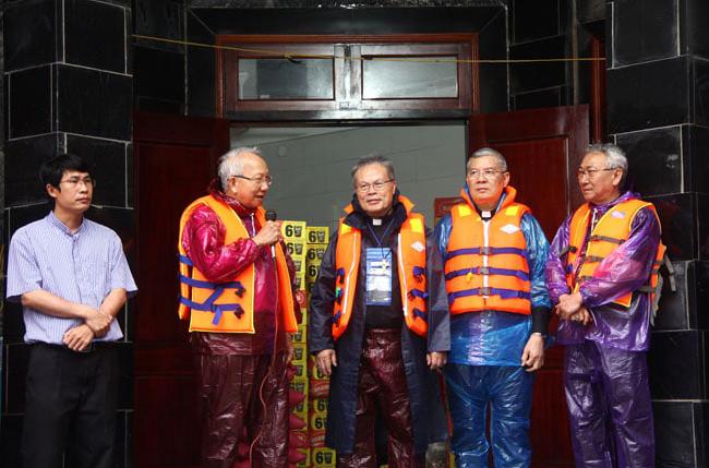 Video Hội Đồng Giám Mục Việt Nam cứu trợ lũ lụt tại Miền Trung