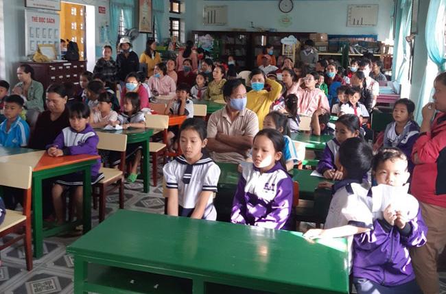 """Caritas Huế: Chương trình học bổng """"Thắp sáng tương lai"""""""