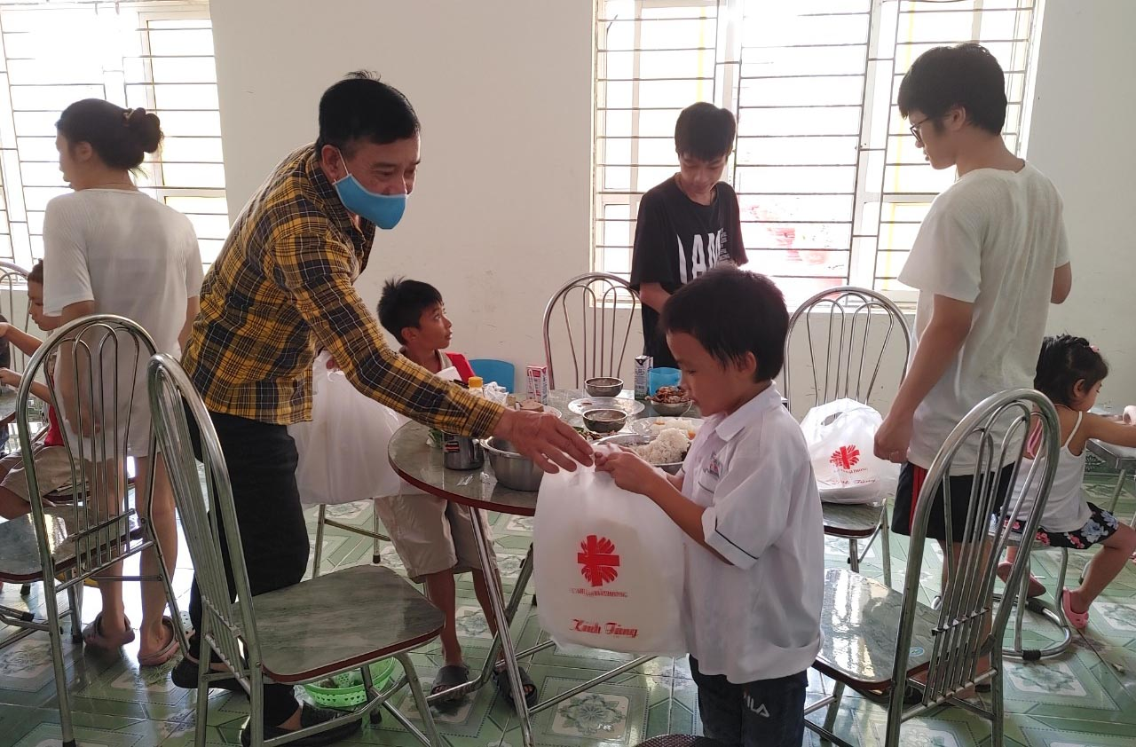 Caritas Hải Phòng: Trao em Ánh trăng yêu thương