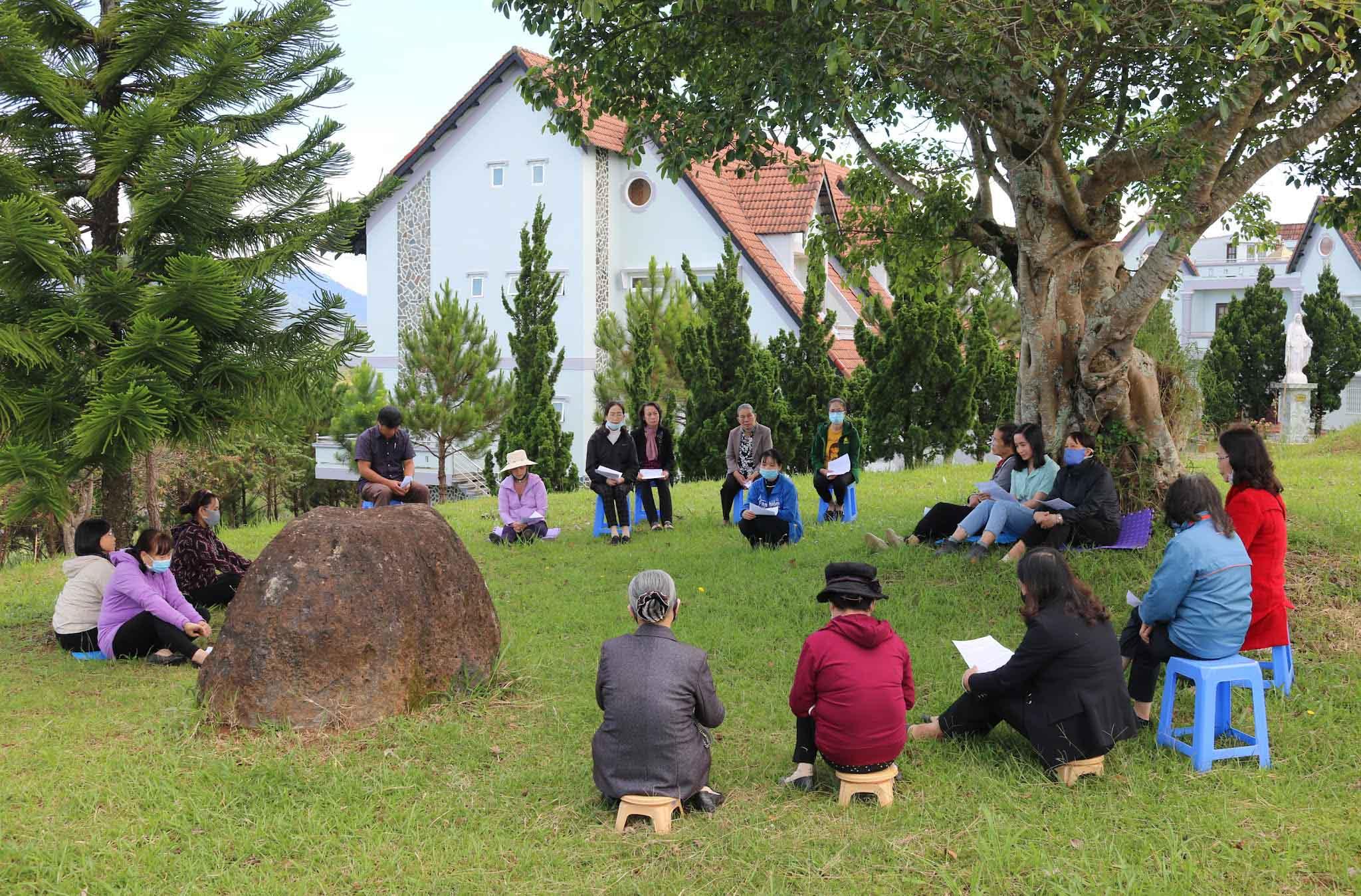 """Caritas Đà Lạt: Lectio Divina - cầu nguyện chiêm ngưỡng """"công trình sáng tạo"""""""