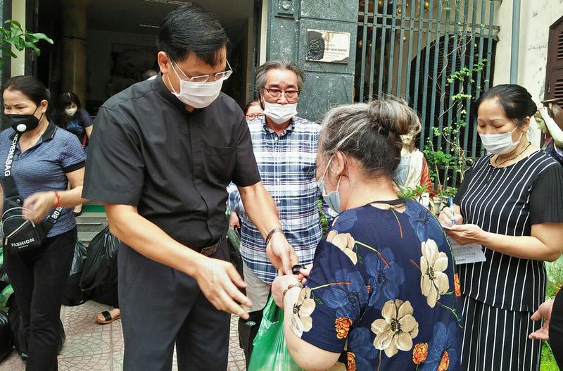 Caritas Hà Nội: Tiếp tục trao tặng yêu thương tới anh chị em gặp khó khăn do ảnh hưởng đại dịch Covid-19