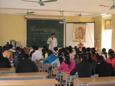 Caritas Hưng Hóa: kết thúc Dự án Lớp Trung cấp Y tá do Misereor tài trợ