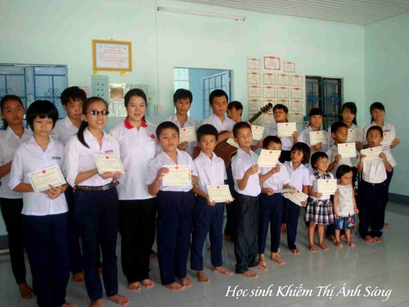 Caritas Phan Thiết tiếp sức cho học sinh nghèo đến trường năm học 2014-2015