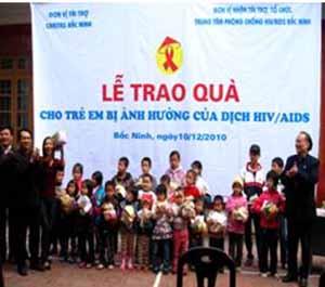 Caritas giáo phận Bắc ninh trao quà cho các em bị ảnh hưởng dịch HIV/AIDS